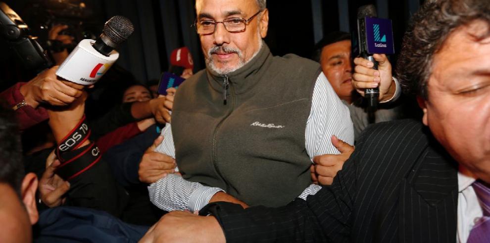 Peruano Burga regresa a su país tras ser absuelto