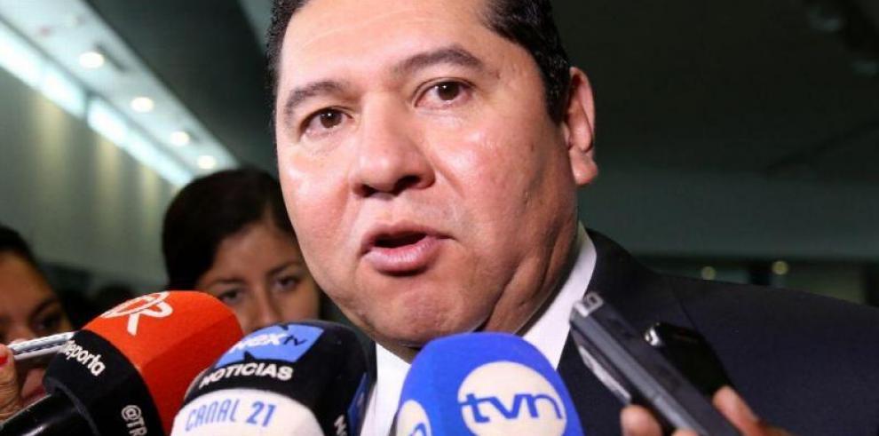 De Leónpide reconsiderar intervenciones de ministros enparticipación pública