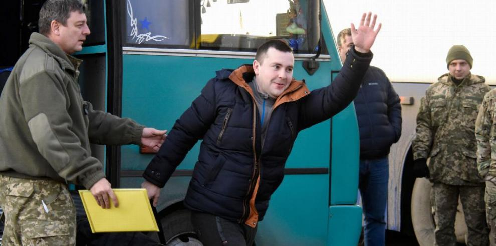 Ucrania y prorrusos canjean prisioneros