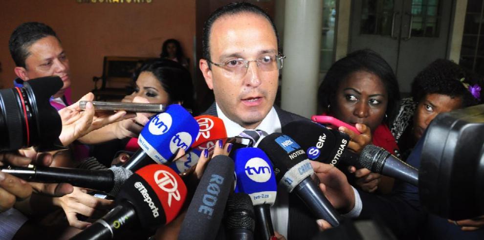 Médicos inducen coma a Manuel Antonio Noriega