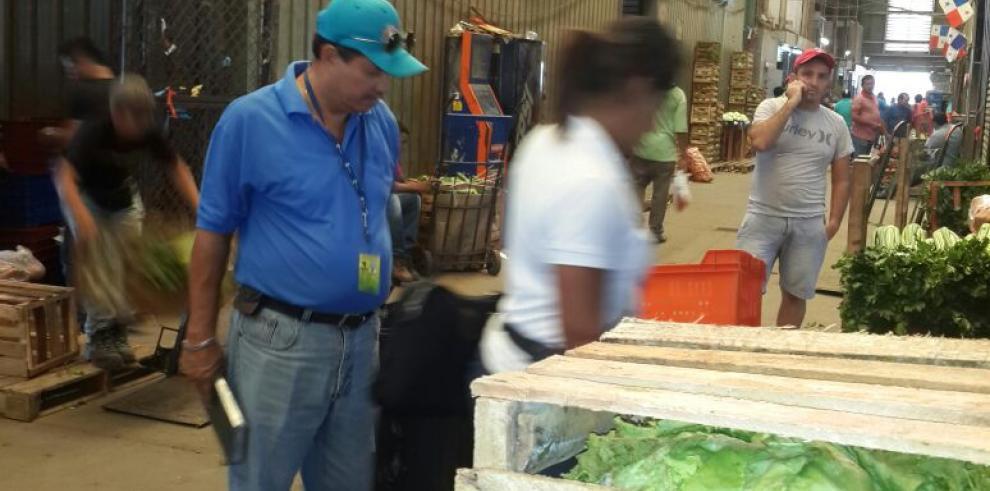 Región Metropolitana de Salud detecta irregularidades en el Mercado de Abastos