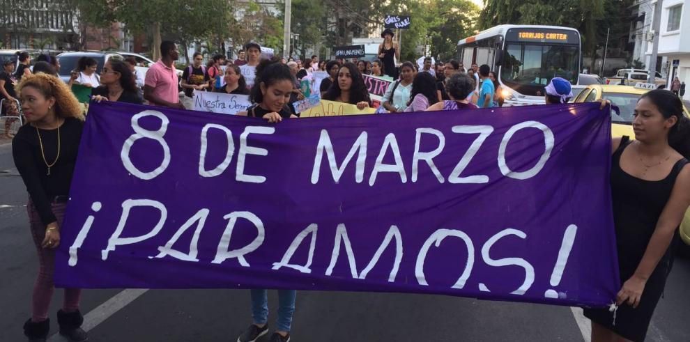 Mujeres se manifiestan contra la violencia