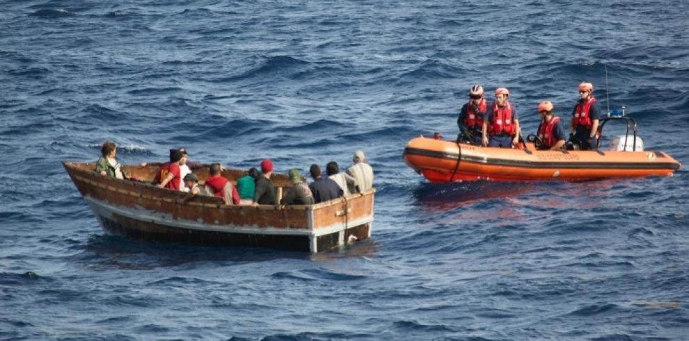 Estados Unidos repatría a 15 cubanos interceptados en el mar