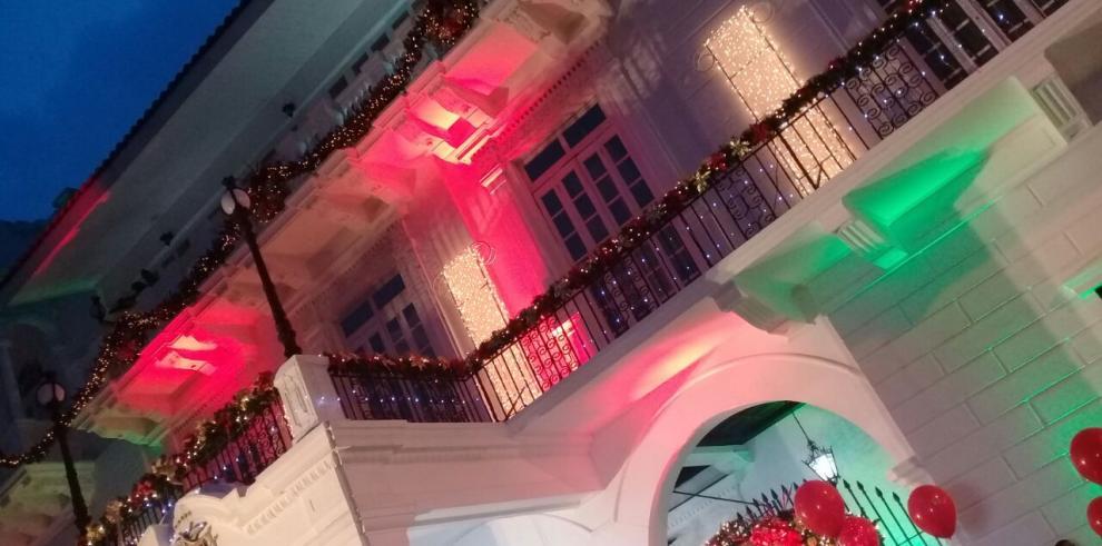 Imágenes del encendido de luces de la Presidencia