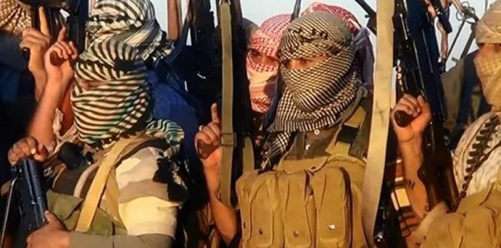 Irak anuncia el control total de frontera con Siria, el último reducto del EI