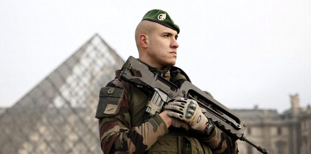 París: frustran atentado terrorista en museo del Louvre