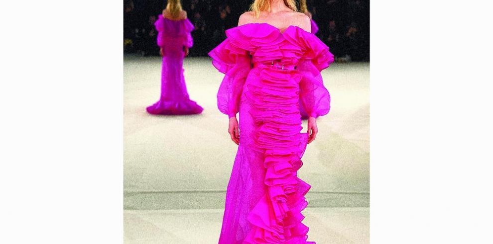 Alta moda en París, mundo de contrastes