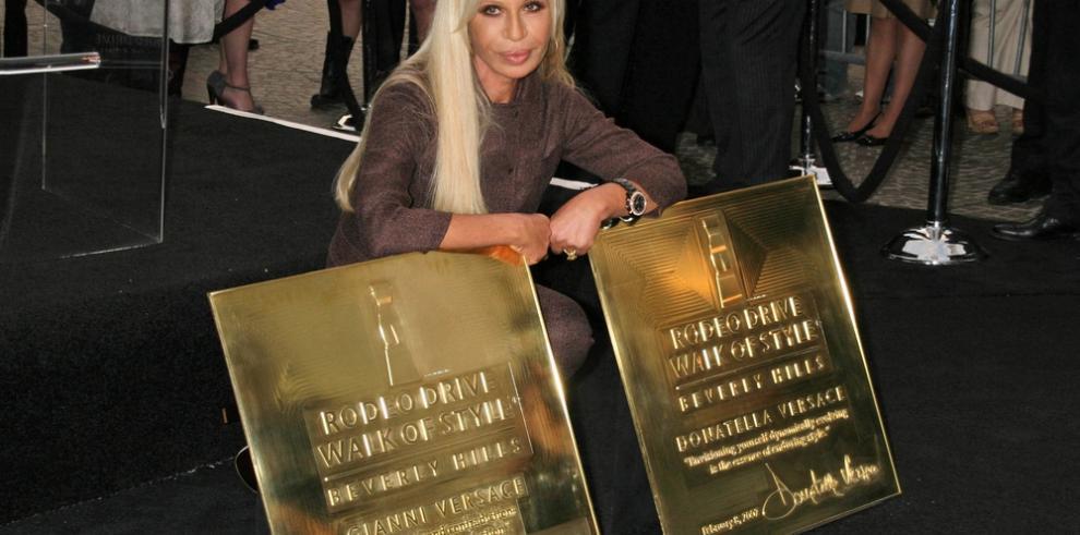 Donatella Versace utiliza las redes sociales para dulcificar su imagen pública