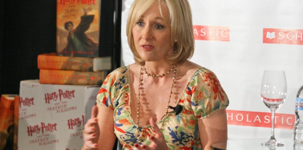 J.K.Rowling se disculpa por una crítica hecha a Donald Trump