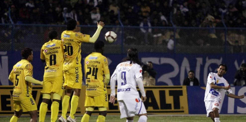 Bolivar ante la Liga de Quito en La Paz