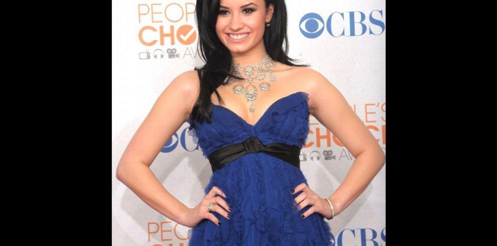Lovato agradece el apoyo de sus fans en un tuit