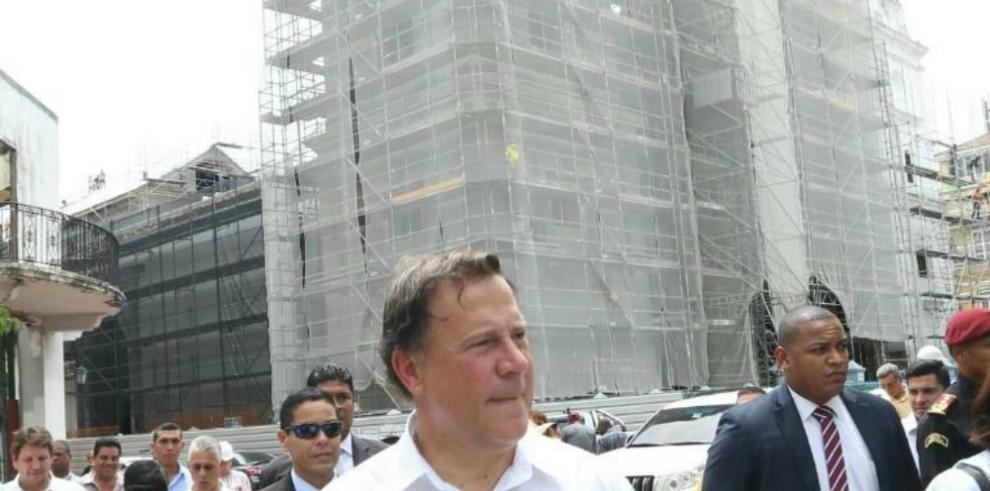 Presidente supervisa trabajos en el Teatro Nacional y la iglesia Catedral