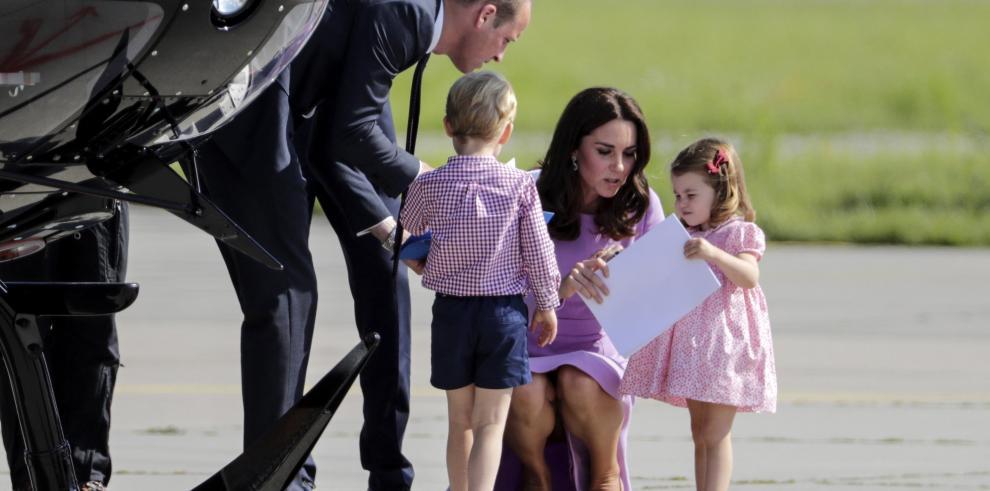 Jorge y Carlota se roban el protagonismo de los duques de Cambridge