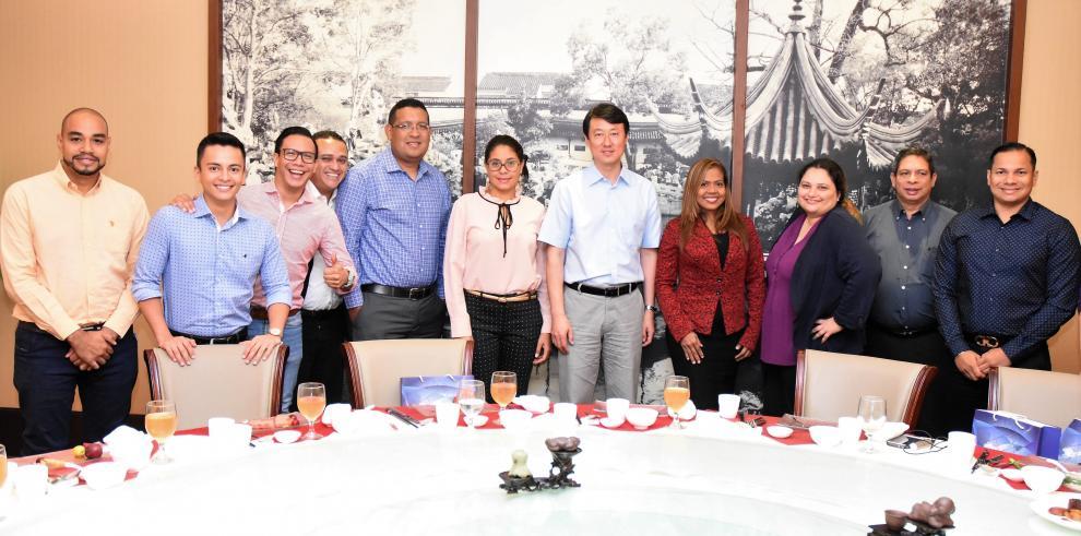 Prensa panameña se reúne con autoridades de China para mantener intercambio de información