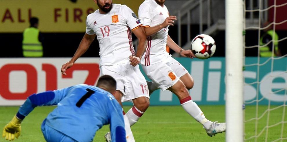 España derrota a Macedonia y sigue líder en el grupo G