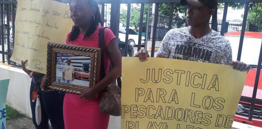 MP pide llamar a juicio a policías por homicidio de pescadores