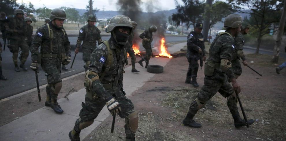 Marchas y represión marcan jornada de protestas contra fraude en Honduras