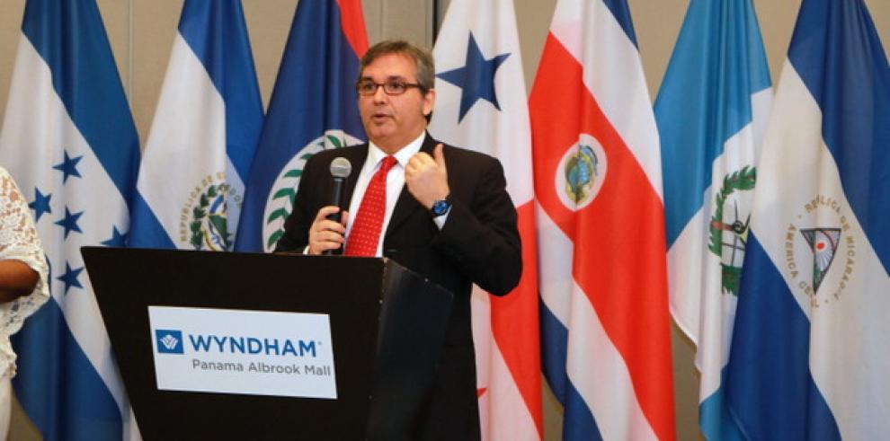 Castillero Hoyos presidente delConsejo Centroamericano de Procuradores