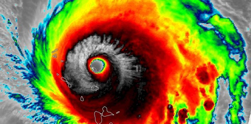 El poderoso huracán Irma, de categoría 5, atraviesa Barbuda