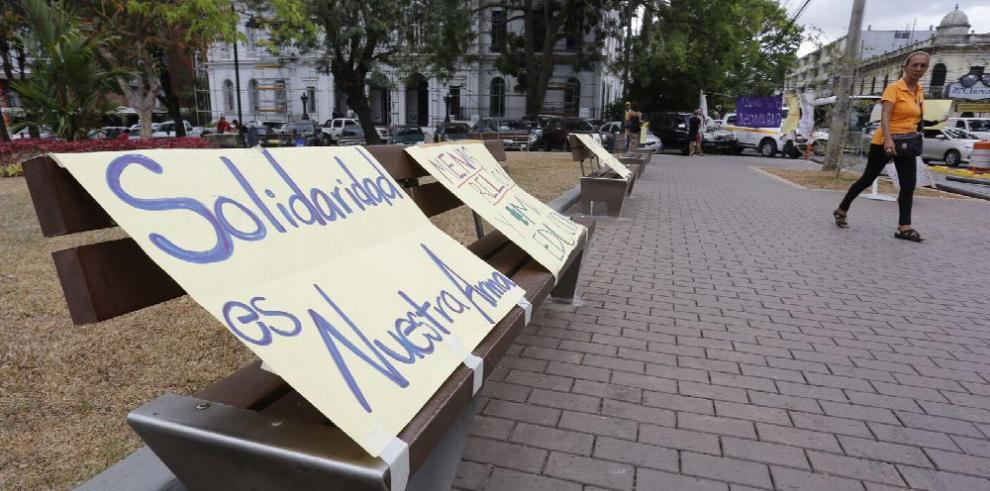 El absurdo social: para el 8 de marzo flores sí, derechos no