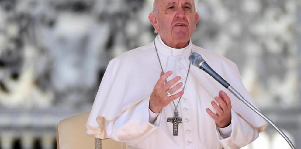 Papa envía mensaje de cercanía a monja argentina que trabaja con transexuales