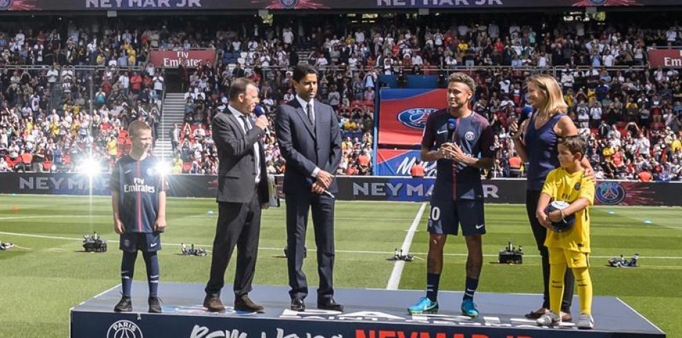 El Parque de los Príncipes ya tiene a su rey, Neymar