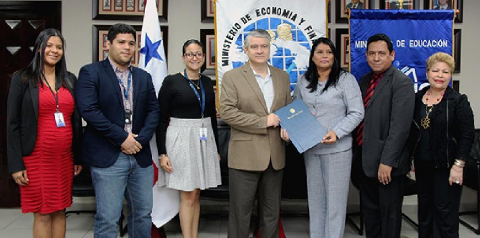 MEF y Meduca promoverán la educación financiera