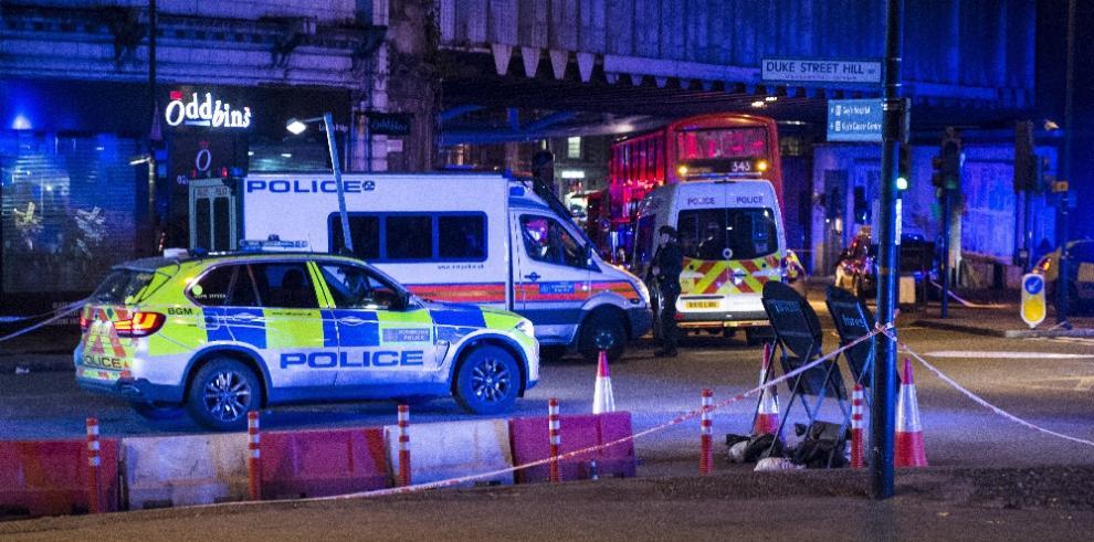 AVANCE: 20 personas lesionadas por embestida de vehículo en Londres