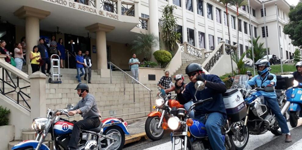 Motorizados presentan un amparo de garantías por la retención de motos