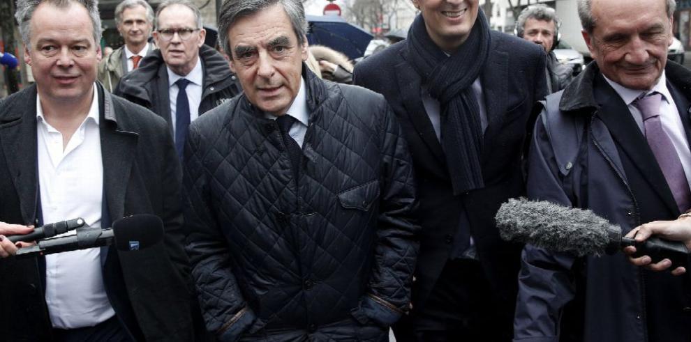 Francia: campaña de Fillon continúa perdiendo apoyo