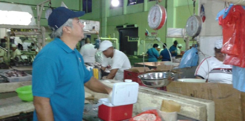 Acodeco inspecciona Mercado de Mariscos