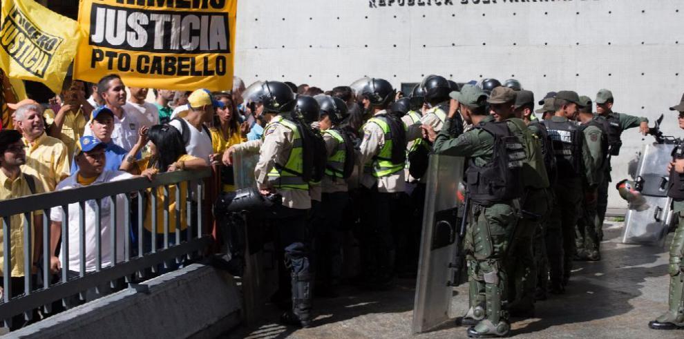 Chavismo pide al Supremo desconocer al parlamento
