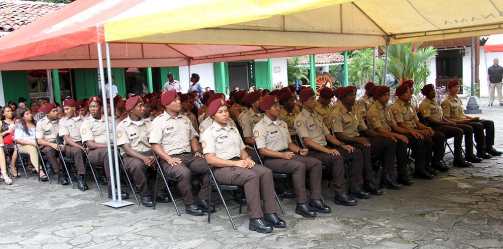 Se gradúan 44 vigilantes municipales en la Alcaldía de Panamá