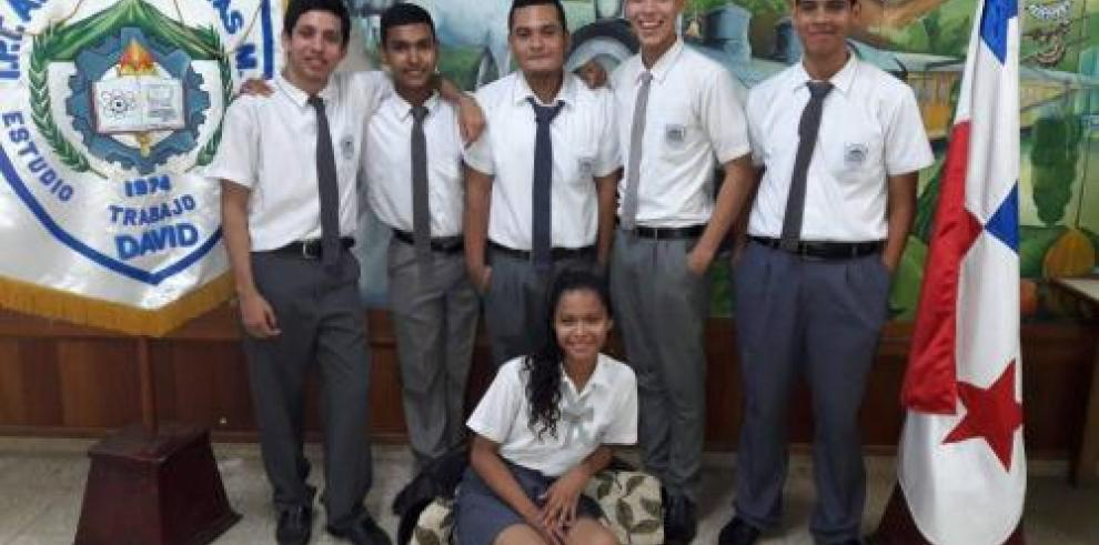 Estudiantes panameños se miden en concurso de robótica mundial