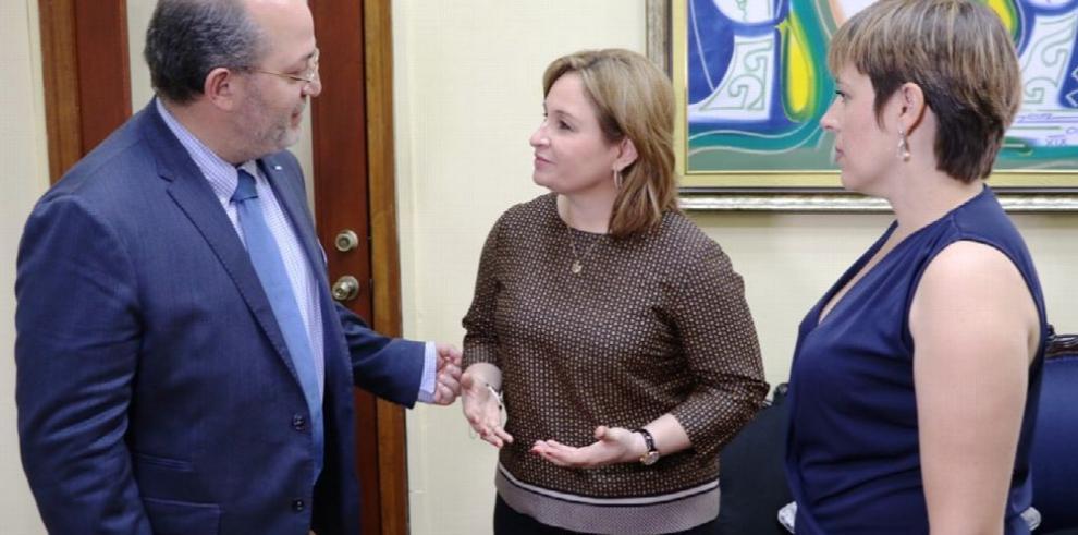 Fiscal de Andorra visita Panamá