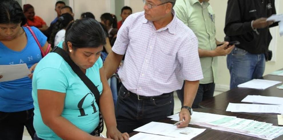 Miviot distribuye subsidios a evacuados de Cerro Galera