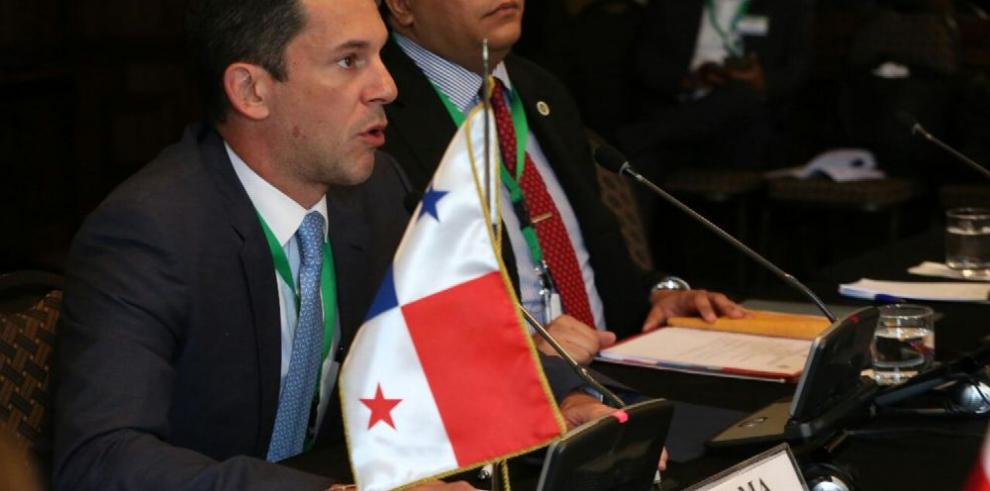 Varela viajó a Chile a foro de seguridad regional del SICA