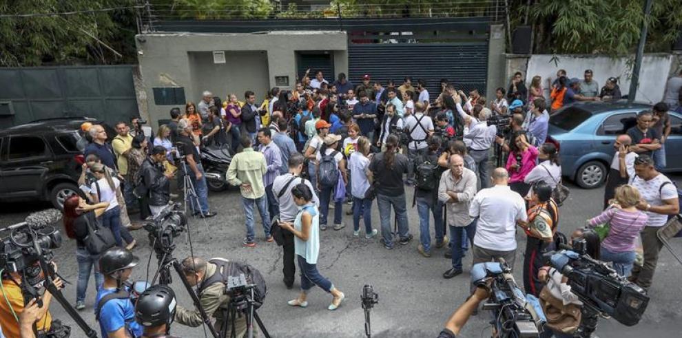Partido de Leopoldo dice que protestas motivaron su salida de prisión