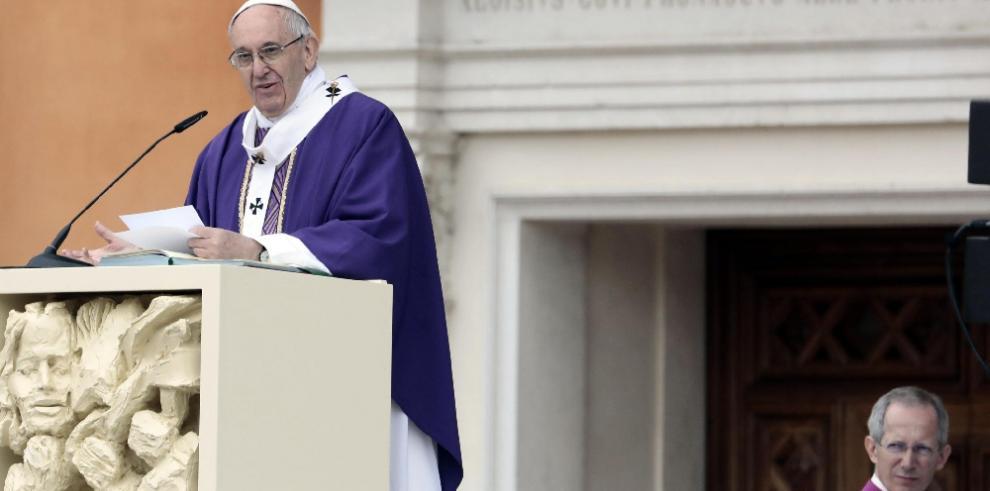 El papa pide evitar violencia y soluciones políticas en Venezuela y Paraguay