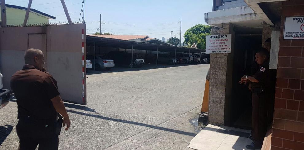 Allanan oficinas centrales del Súper 99 y la promotora Los Andes