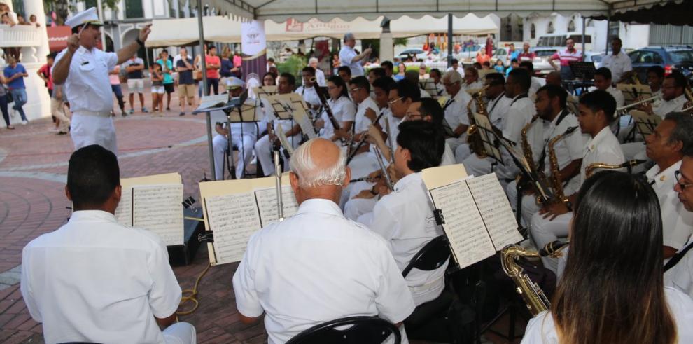 Banda Republicana recibe reconocimiento de Varela