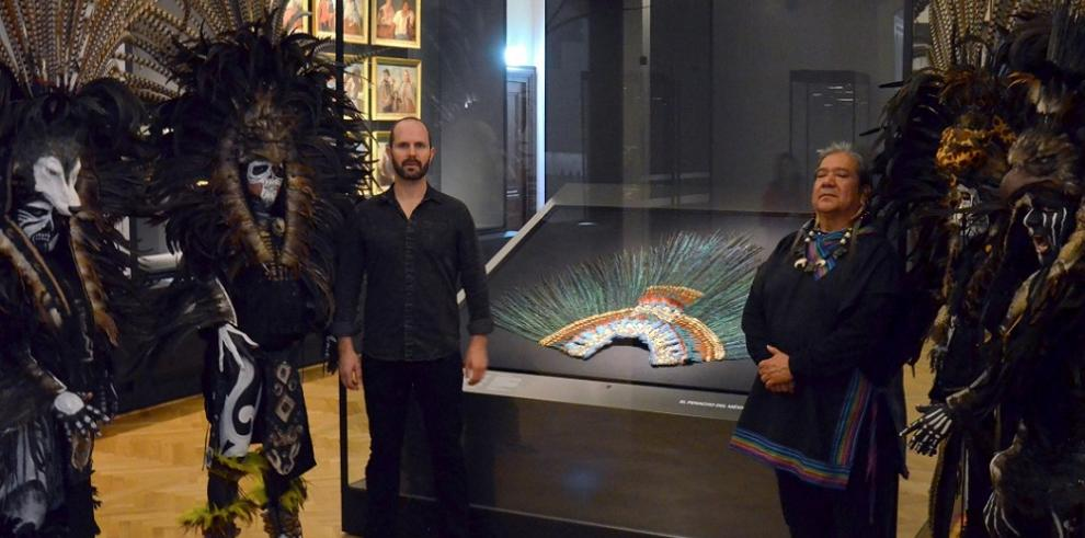 El penacho de Moctezuma vuelve a ser admirado en Viena