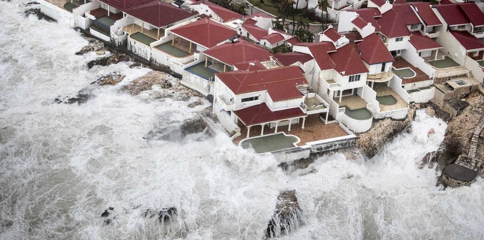 Trasladan a unos 7.500 turistas en República Dominicana por el huracán Irma
