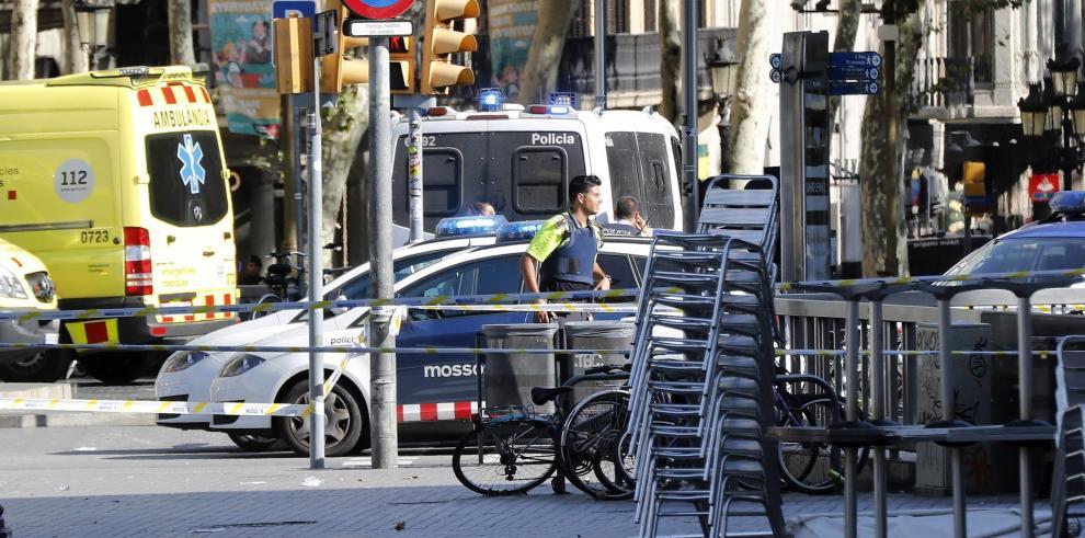 Confirman al menos dos muertos y veinte heridos en atropello masivo de Barcelona