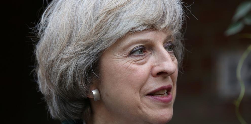 Estrellas de la BBC cobran más que la primera ministra, Theresa May