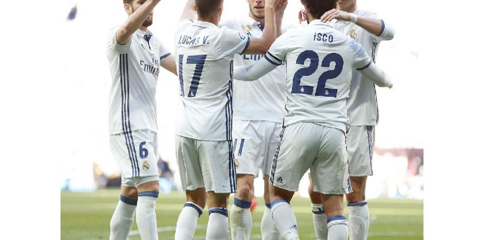 El Real Madrid aguanta el tirón a base de récords