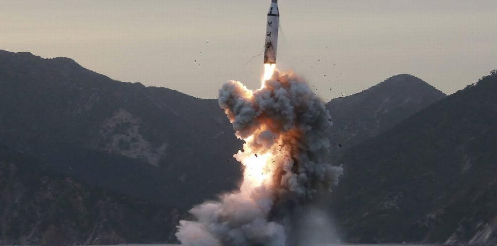 Corea del Norte realiza prueba de misil sin éxito