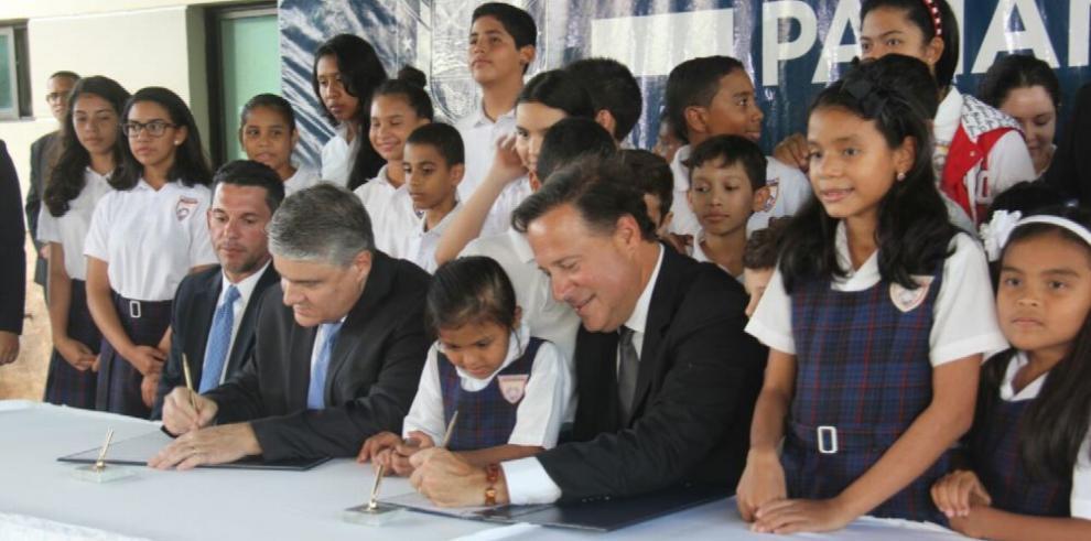 Varela sanciona ley que amplía la beca universal
