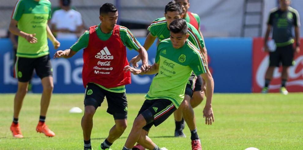 México recibe al líder Costa Rica