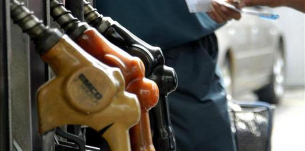 Este viernes aumentarán los precios del combustible